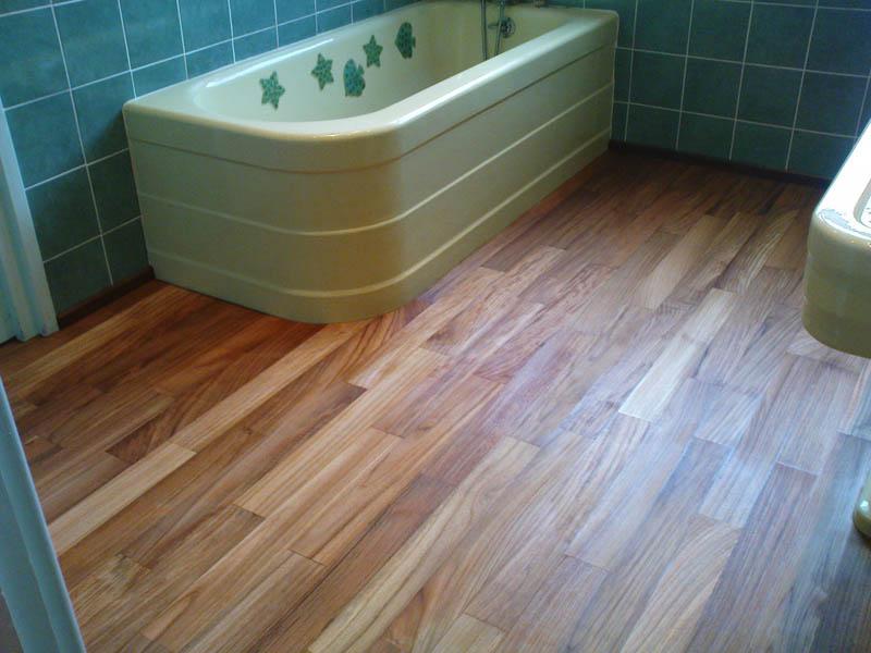 pose de parquet salle de bain en teck parquets et terrasses du monde. Black Bedroom Furniture Sets. Home Design Ideas